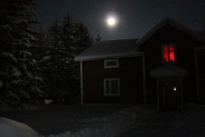 måne över byn