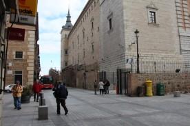 Alcazar till höger och bussen till vänster